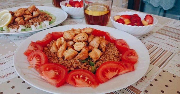 Pirított csirkemell falatok török paradicsomos bulgurral, ahogy én készítem (2 adag)